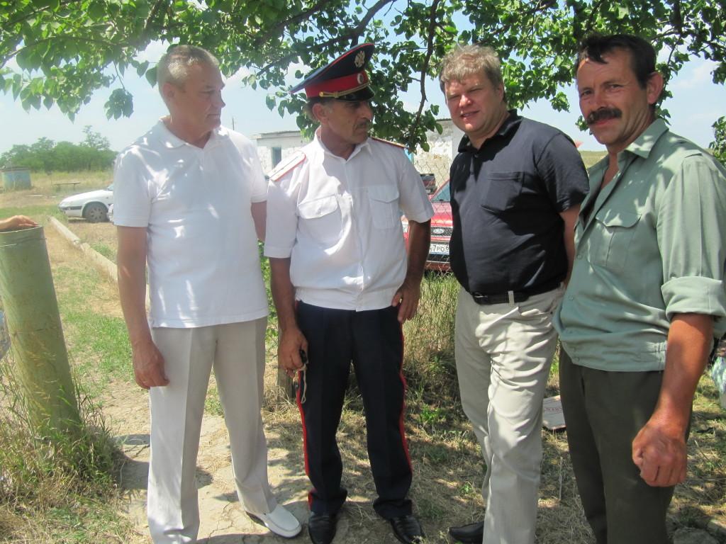 Владимир Щербаков и Сергей Митрохин с казаками Веселовского юрта. Лето 2011 года.