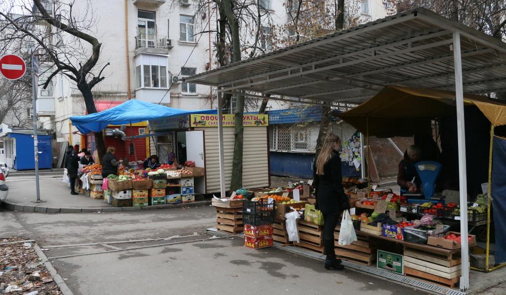 Так прежде выглядели овощные палатки на углу Лермонтовской и Ворошиловского